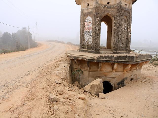 आरसीसी में धँसा गुम्बद