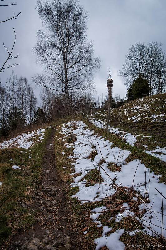 Camino al monumento de Cèsar August Torras