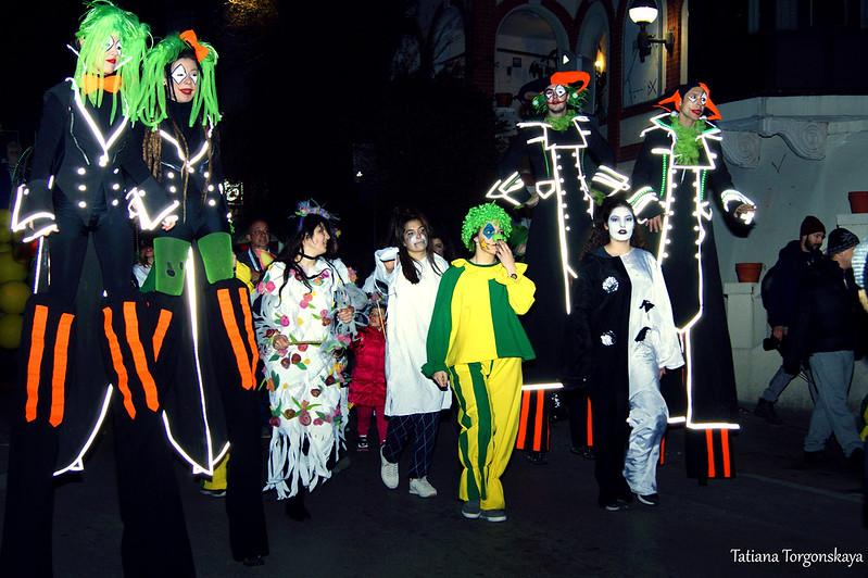 Шествие карнавальной группы