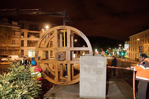 Installation de la roue aube place Saint-Hilaire