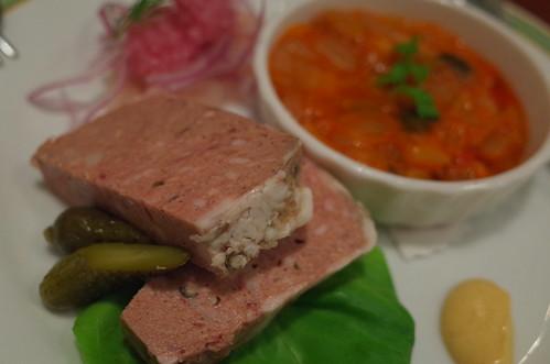 hors d'oeuvre 豚ホホ肉と鶏白レバーのパテ