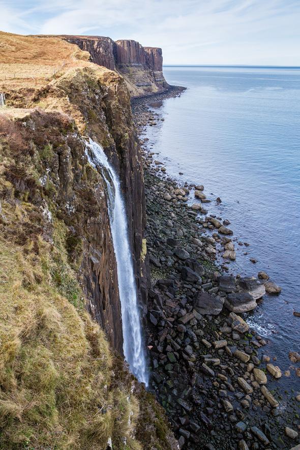 The Mealt Fall and Kilt Rock_martinziaja
