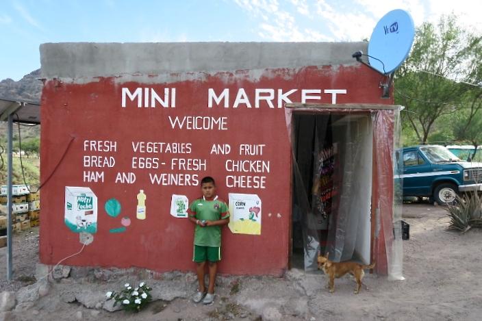 El 'Mini Market' Miguelito i el Miguelito (i el seu gos).