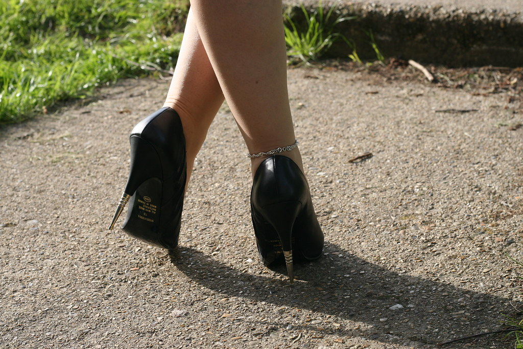 Rush Hour Express Black Metal Spike Classic Stiletto Shoes