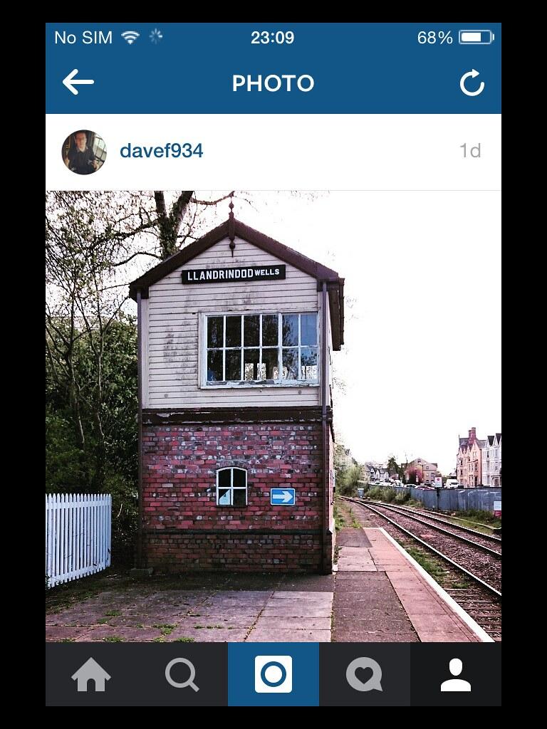 Одна из старых железнодорожных станций в Великобритании. Для меня это один из классических видов этой страны.