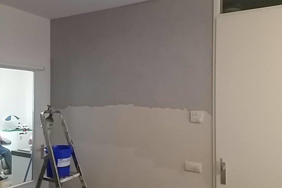 Muur met siergrind verschil van muur tijdens de uitvoering roy haupts flickr - Kleden muur op ...