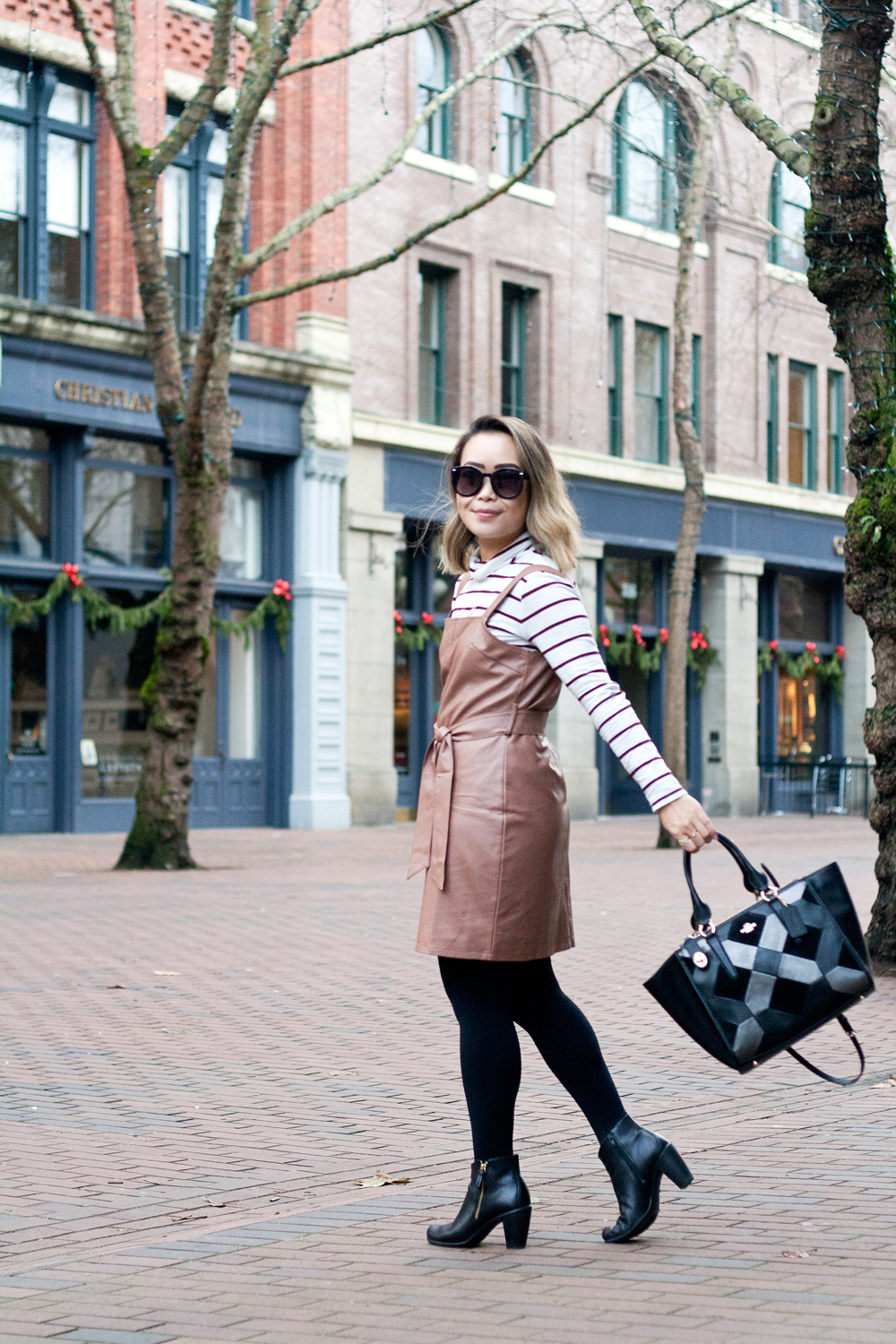 04seattle-pioneersquare-madewell-stripes-leather-pinafore-coach-travel-style-fashion