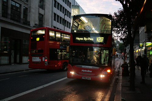 Metroline West SN1947 & SN1919 on Route N207, Centrepoint