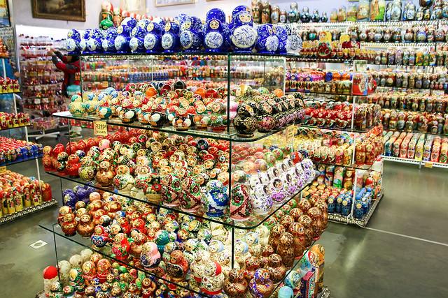 Hundreds of Matryoshka dolls in a gift shop, Saint Petersburg, Russia サンクトペテルブルク、お土産屋の大量のマトリョーシカ