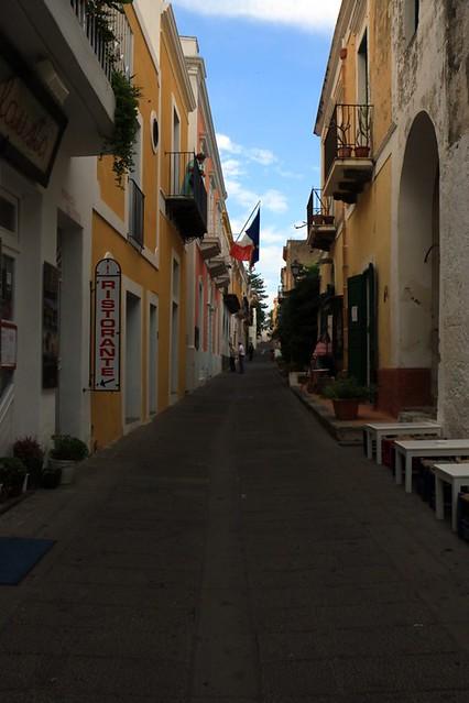Santa Marina: la strada dei negozi