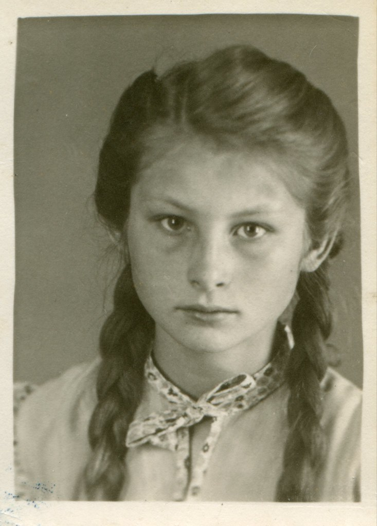 Photo Portrait Of A Girl Germany 1946 Studio Foto
