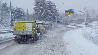 Tandem snow plow efforts on SR 500 in Vancouver
