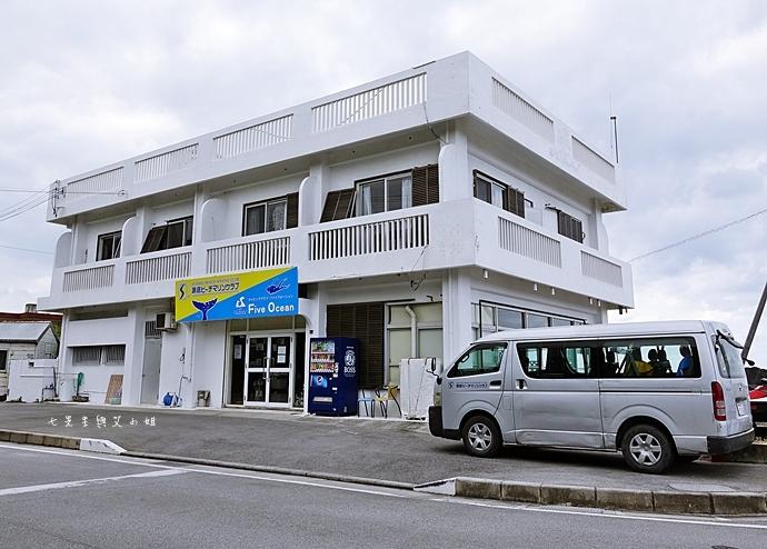 1 沖繩自由行 水上活動 香蕉船 Marine Support TIDE 殘波 藍洞海洋觀光 藍洞浮潛&珊瑚礁 餵食熱帶魚浮潛
