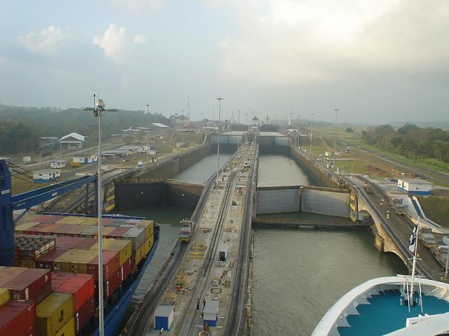 a history of the construction and control of the panama canal