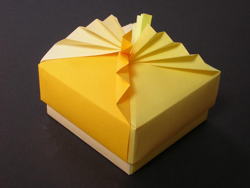 Square box with pleated lid | Creator : Tomoko Fuse ... - photo#23