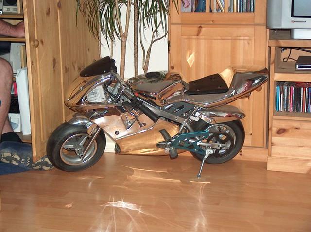 motorrad im wohnzimmer wer hat der hat und es f hrt tats c flickr. Black Bedroom Furniture Sets. Home Design Ideas