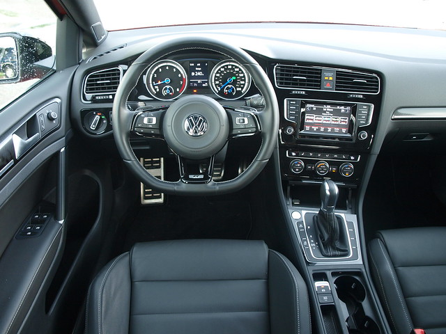 2015 Volkswagen Golf R 008