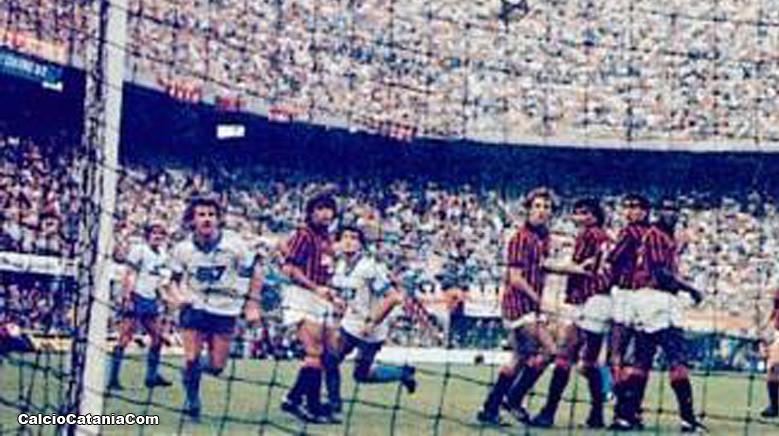 La rete di Pedrinho a San Siro, su calcio di punizione.