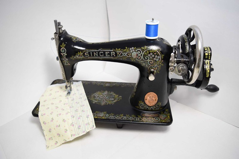 Singer 115 Sewing Machine 32