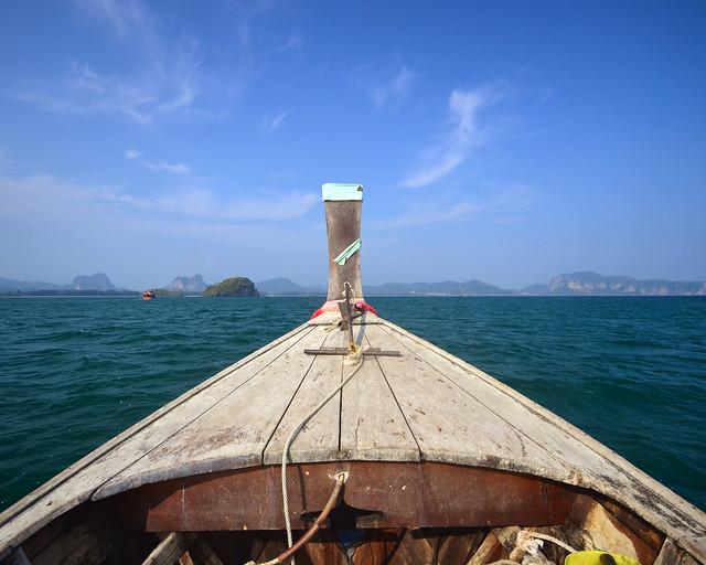 Nuestra barca rumbo a las islas Koh Hong en Tailandia donde están las mejores playas de Tailandia