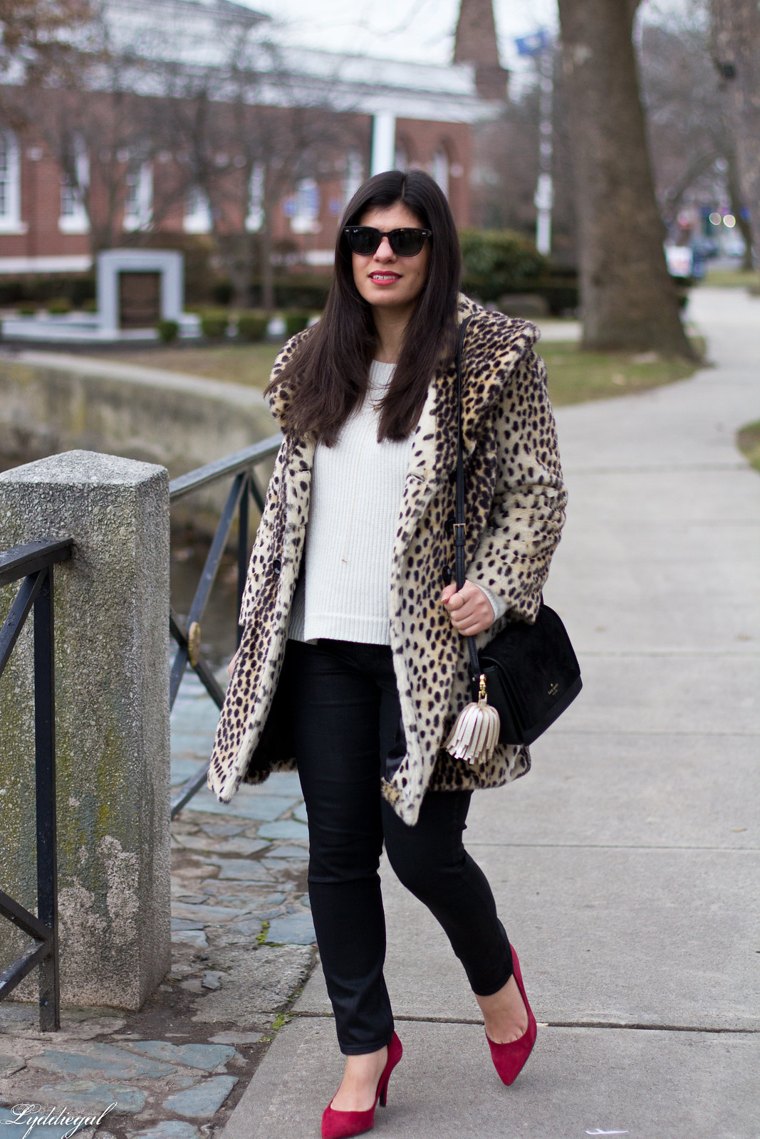 leopard fur coat, black coated jeans, white sweater, red pumps-4.jpg