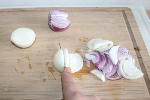 21 - Zwiebeln in Spalten schneiden / Cut onions in slices