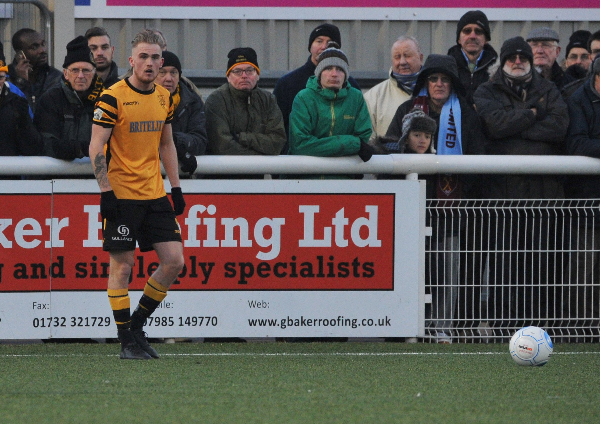Maidstone United v Torquay United 375