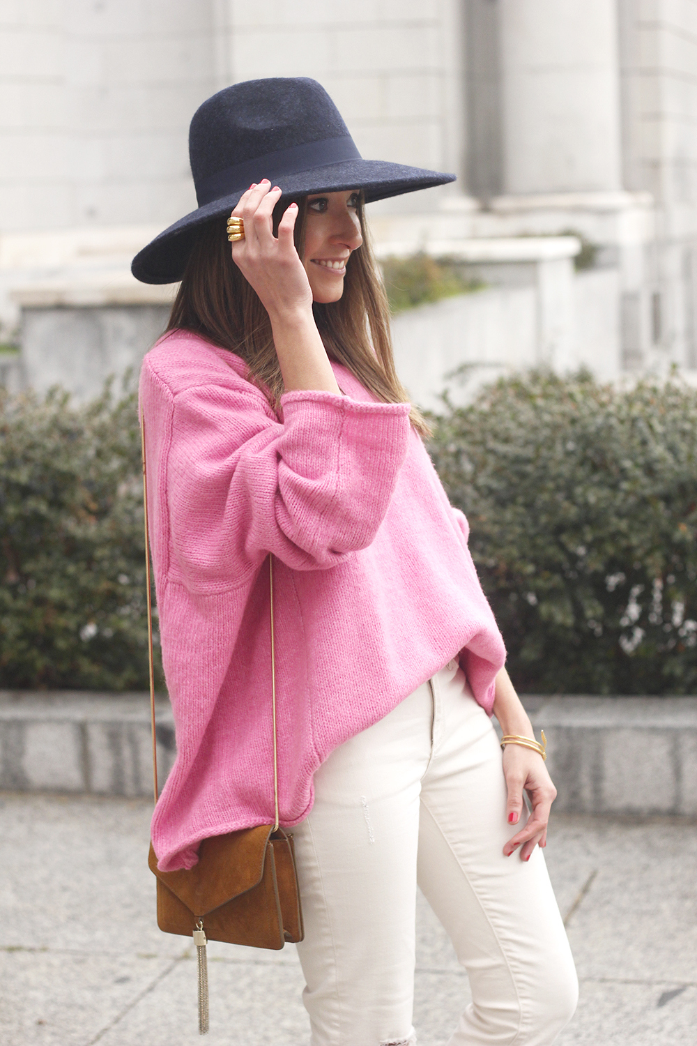 Pink Sweater white ripped jeans blue velvet heels hat uterqüe accessories style fashion outfit07