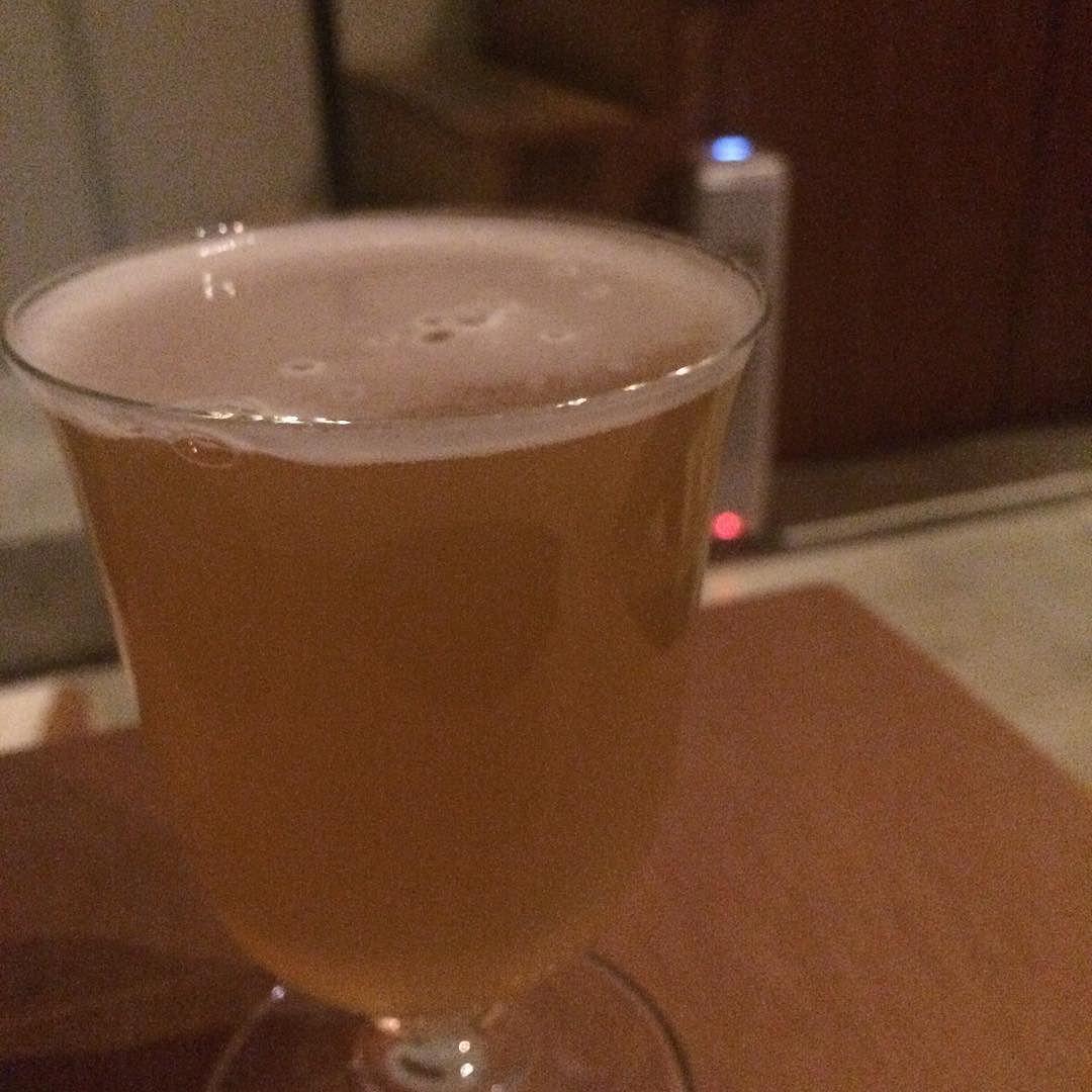 美味しすぎたのでSでもう一杯だけ。深雪(Strong Wheat Ale)。うわ、これもうまっ。酵母を強く感じる、フルーティな。参るわー #beer