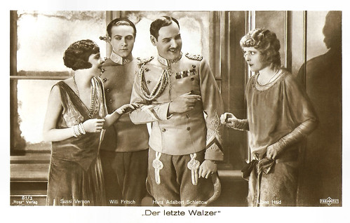 Suzy Vernon, Willy Fritsch, Hans Adalbert Schlettow and Liane Haid in Der letzte Walzer (1927)