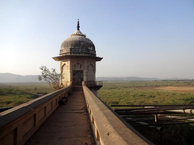 उपेक्षित रामगढ़ झील