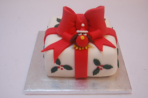 How could you resist this cheerful chappy, perched on his very own festive gift? New design for 2017. Please enquire about Xmas Cake prices.