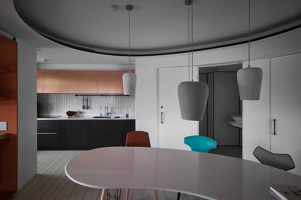 A colorful apartment by Waterfrom Design Sundeno_04