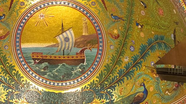 聖堂内の帆船の絵画