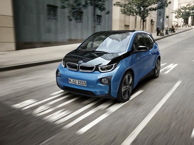 [新聞照片二] BMW i3純電版的最高行駛里程可達200公里,而搭載增程式引擎的BMW i3 REx則最高能以電力行駛達350公里