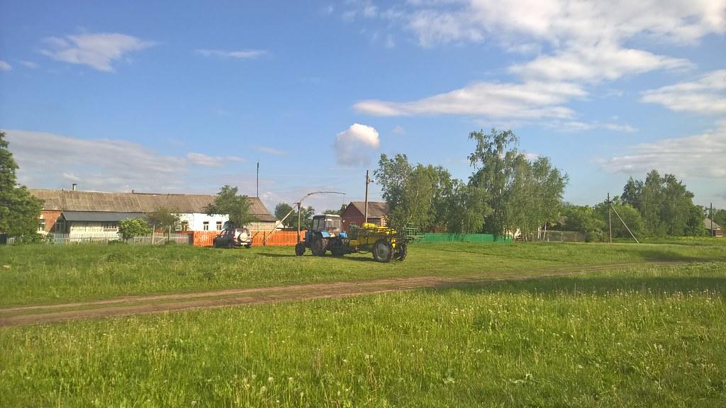Трактор у дома
