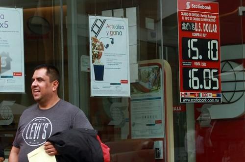 Se dispara dólar hasta en 16.15 pesos en bancos