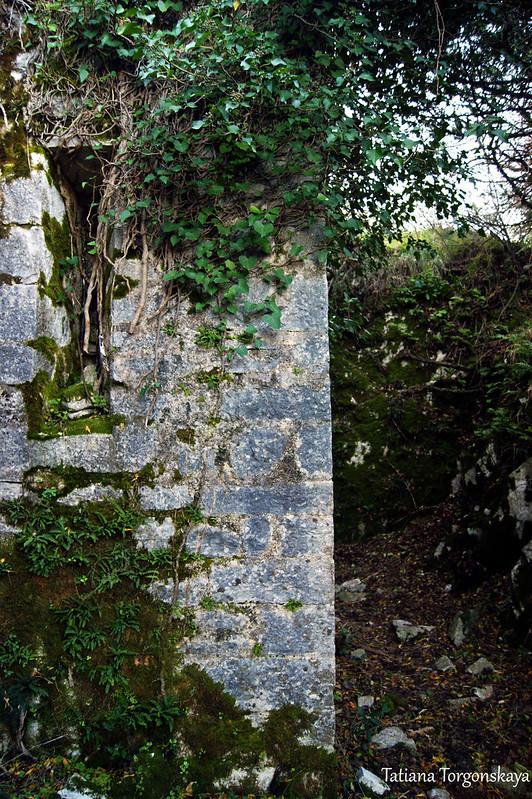 Стена с заложенной бойницей