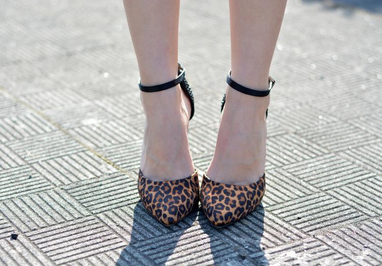 zara_ootd_outfit_como_combinar_falda_blanca_tfnc_leopardo_10
