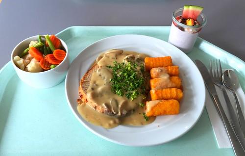Stuffed rolled turkey roast with mushroom cream sauce & croquettes / Gefüllter Putenrollbraten mit Champignonrahmsauce & Kroketten