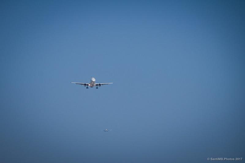 Aviones haciendo cola para aterrizar