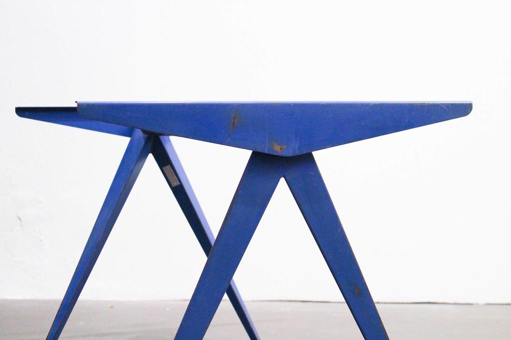 table jean prouv galerie clement cividino ent. Black Bedroom Furniture Sets. Home Design Ideas