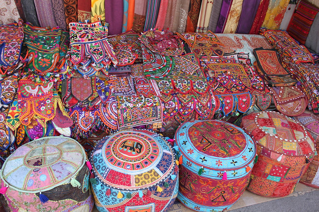 20130218_0662-colourful-embroideries_resize