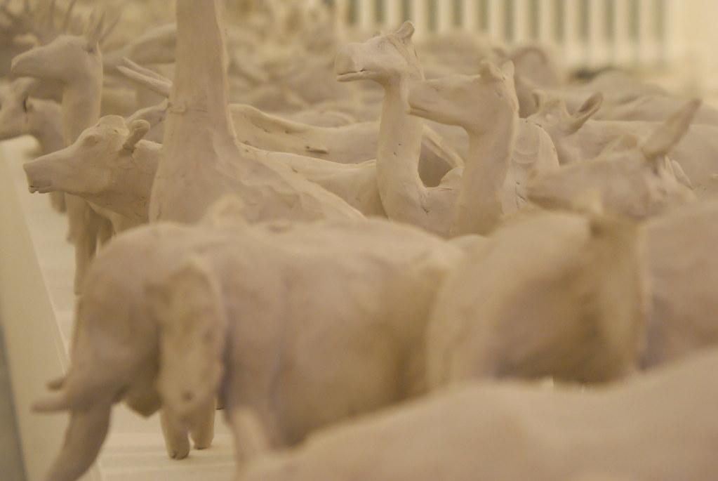 Les animaux en argile d'une expo de la Meet Factory de Prague.