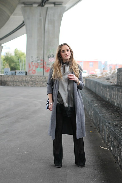 flared-pants-and-grey-coat-whole-outfit-wiebkembg