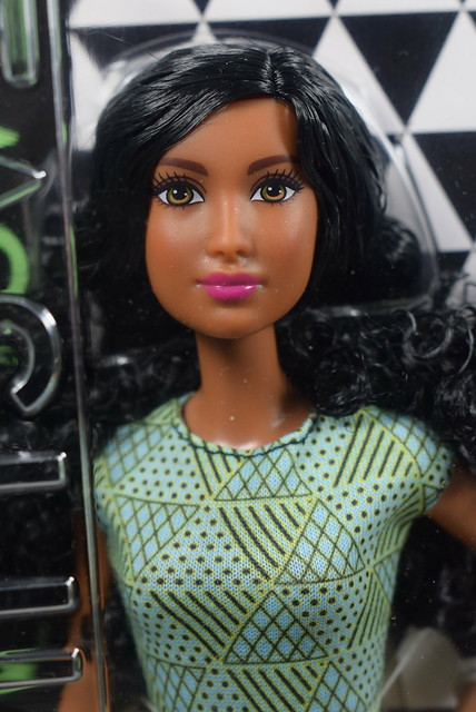 2015 Barbie Fashionistas Original 34 Be Fabulous DTD97 (1)