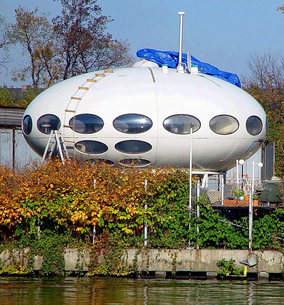 Ufo in berlin gelandet by pete shacky