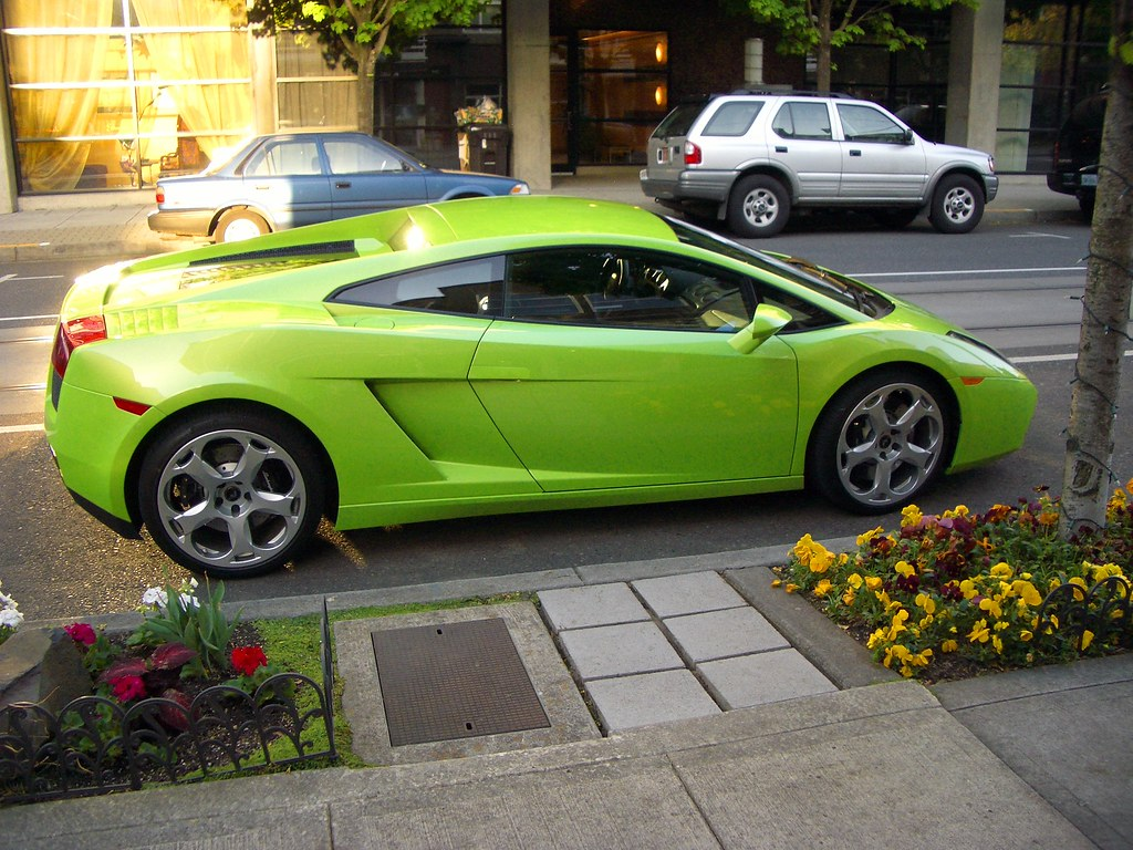 Lamborghini1 A Lamborghini That Was Parked Outside Of My H Jacuzzziee Flickr