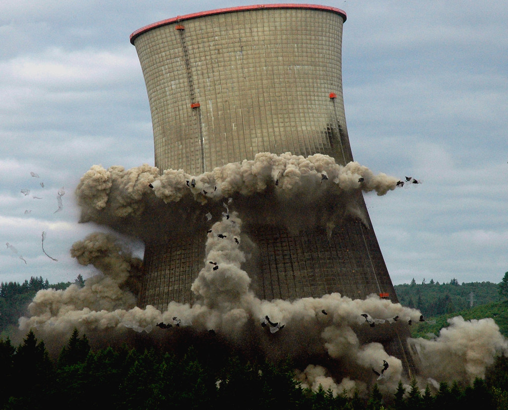 Cooling Tower Demolition : Trojan implosion an amazing view of the nuclear