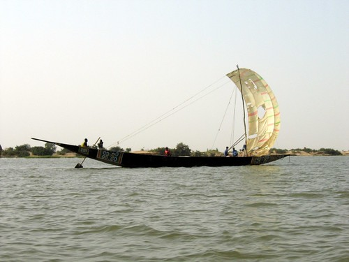 Makeshift sails on Niger boat | by Erwin Bolwidt